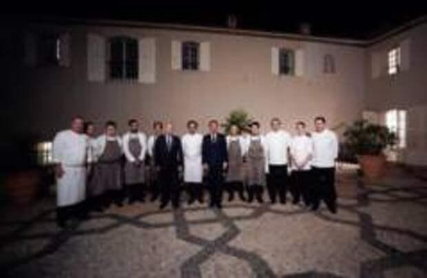 Стало известно, кто приготовил ужин для Макрона и Путина