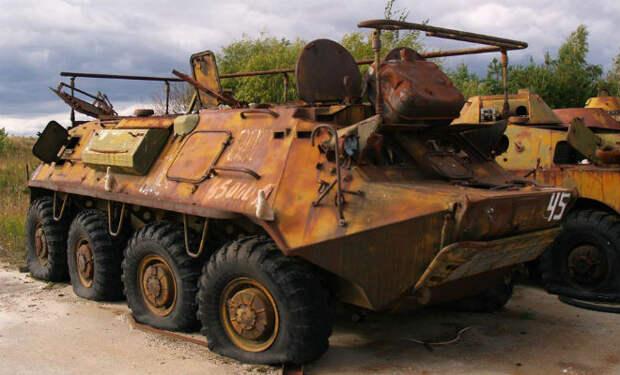 Заброшенная военная часть: черные копатели проникли на склад военной техники