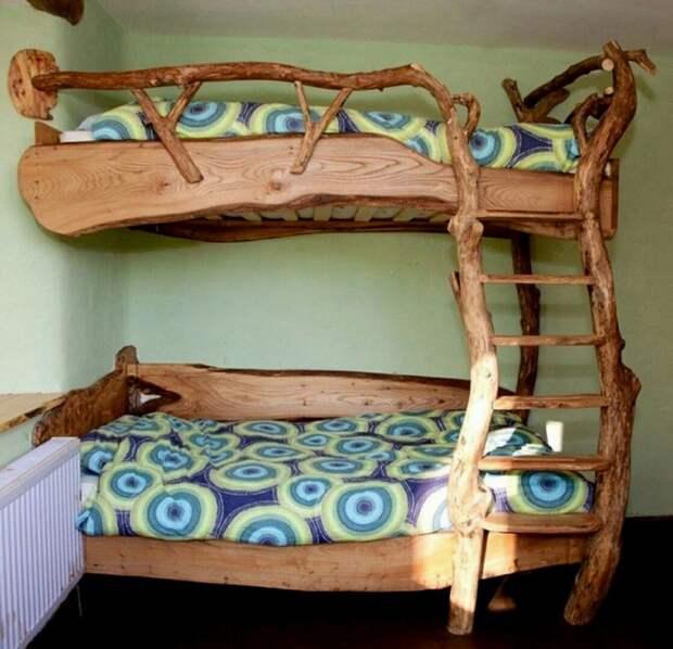 Творческая деревянная кровать