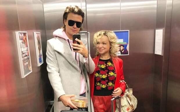 """Ванная и шампанское: экс-жена Джигарханяна и П.  Шаляпин показали фото с """"романтикой"""""""
