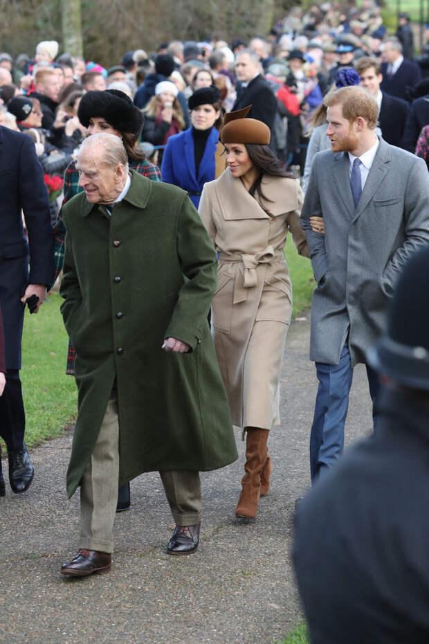 Принц Филипп с принцем Гарри и Меган Маркл в 2017 году