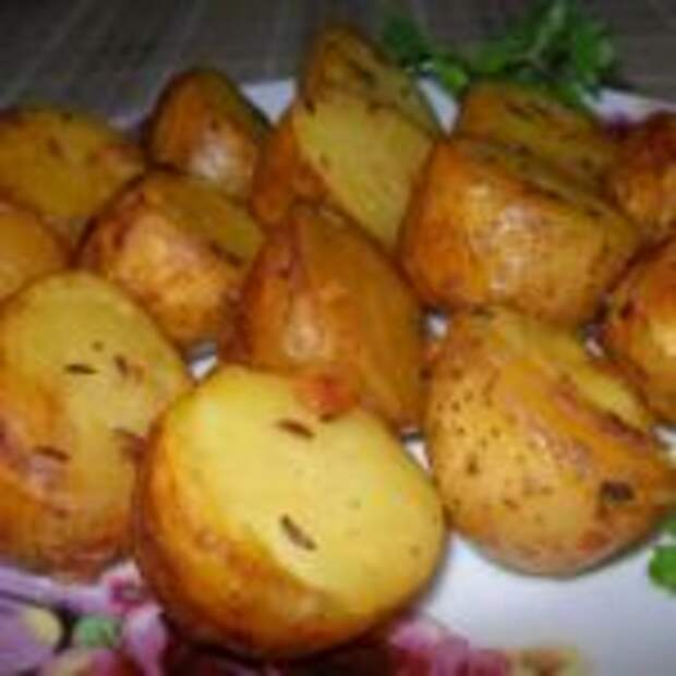 Молодая картошечка, запеченная в чесночном масле