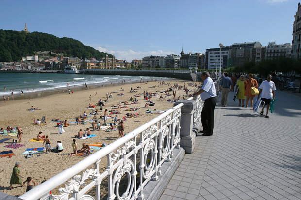 Испанцы массово ринулись на пляжи