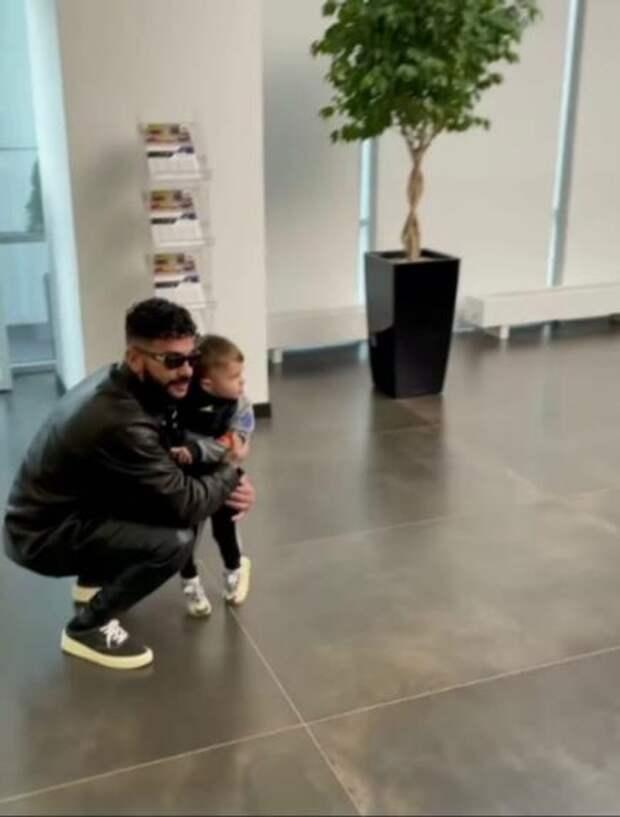 Машина навырост: Тимати покупает автомобиль маленькому сыну
