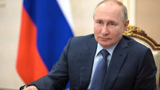 Путин назвал День Победы священным для России праздником