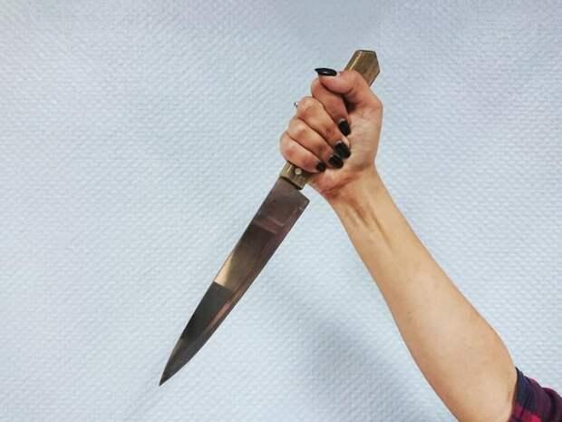 Забайкалка ударила собутыльницу ножом в живот