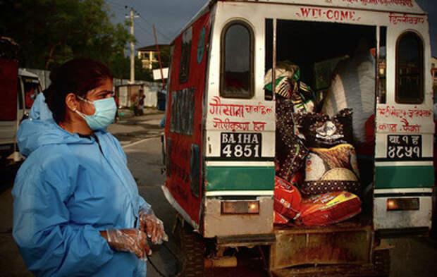 Коронавирус добрался до Эвереста: Непал закрывает границы