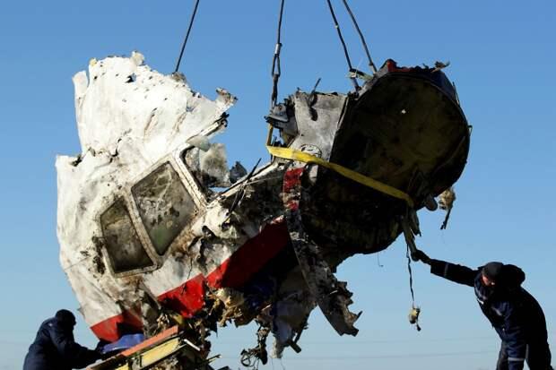 МН17 взорвали бомбами на борту – версия авиационного эксперта Антипова