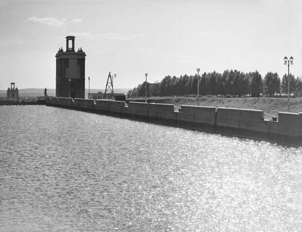 История района: сложности строительства канала им. Москвы