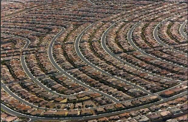 Так выглядит пригород Лас-Вегаса. Где живут работяги, обслуживающие развлекательный центр знаменитого города роскоши.