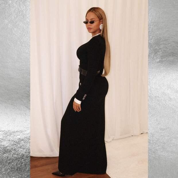 Расступитесь, королева! Эффектный образ Бейонсе в чёрном платье с глубоким разрезом