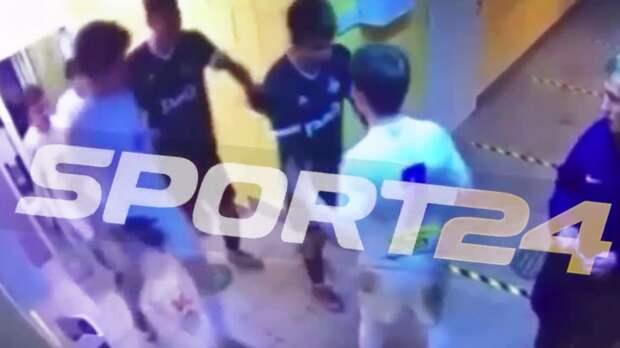 Появилось видео драки игроков «Чертаново» и Локомотива» в ЮФЛ. У футболиста железнодорожников перелом и сотрясение