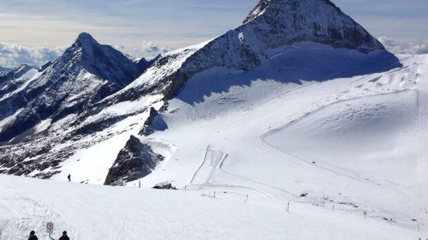 Четыре человека погибли во время схода лавины в Альпах