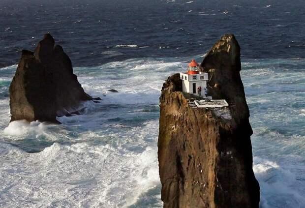 Исландский маяк Тридрангар – мечта интроверта и самое труднодоступное место на планете. | Фото: icelandmonitor.mbl.is