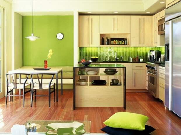 Крутое решение для оформления стены на кухне в ярко-салатовых тонах, что понравится и вдохновит.