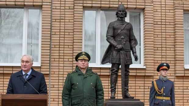Памятник Александру Невскому открыли на территории Военного университета в Москве
