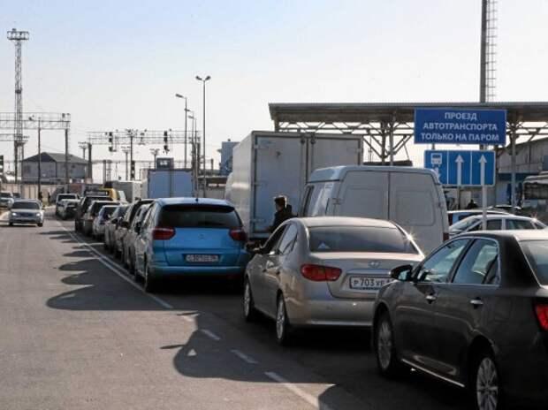 В Крыму очереди на паром ожидают более 3 тысяч автомобилей