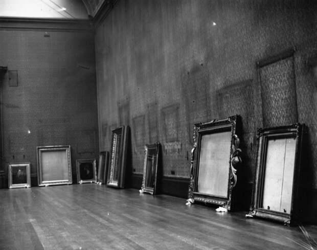 17. Пустая Лондонская национальная галерея во время Второй мировой войны. Все картины были спрятаны от нацистов. история, мир, фотография