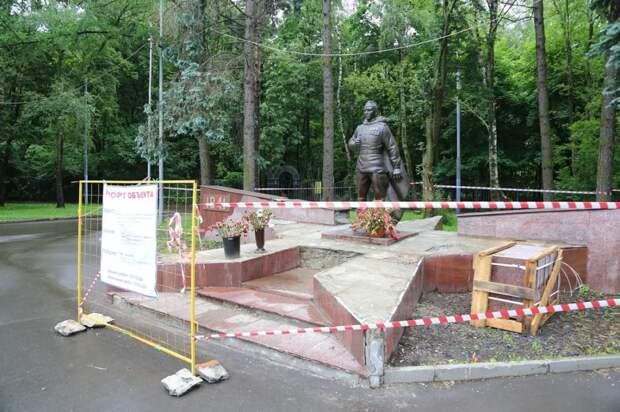 Толстой призвал восстановить памятник воину-освободителю после обращения ветерана