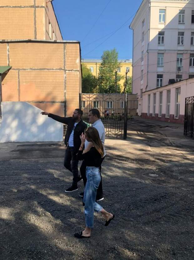 На 1-й Дубровской завершается благоустройство школьной территории