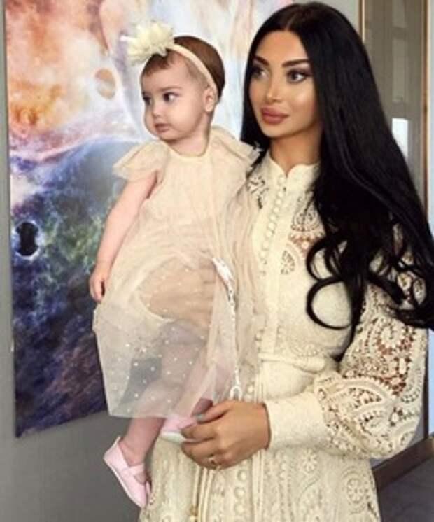 Самая красивая грузинская пара родили вторую дочь. Новые фото Марты и Милены