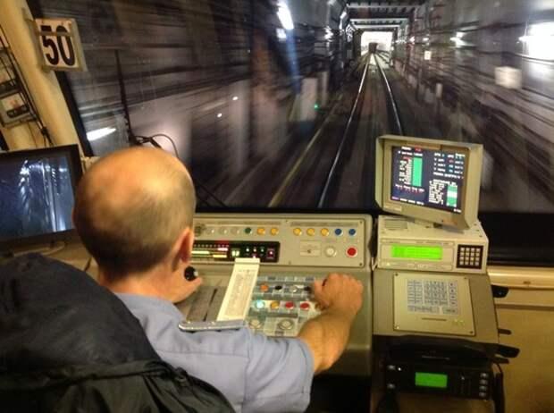 «Интерфакс»: Женщина погибла на станции метро «Арбатская» в Москве