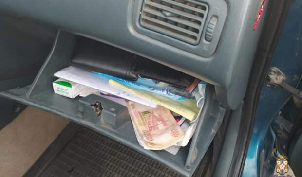 Омскому таксисту грозит пять лет тюрьмы заприсвоение тугого кошелька