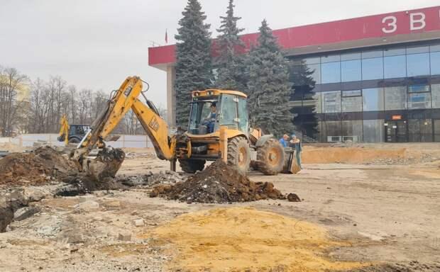 В Липецке» бетонируют чашу нового фонтана у «Звездного»