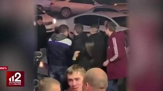 На Сахалине избили посетителей бара в женской одежде