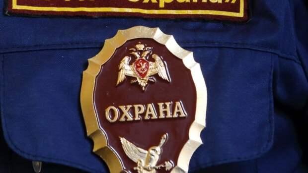 Росгвардейцы в Кузбассе спасли из горящего дома пожилую женщину