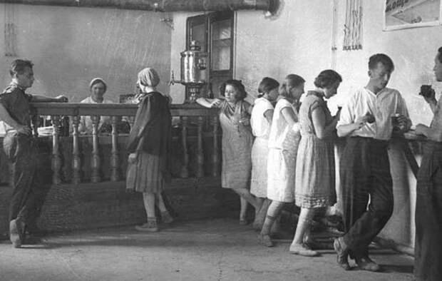 Три пальца за борт и «по семь рваных». СССР, антиалкогольная кампания, страницы истории