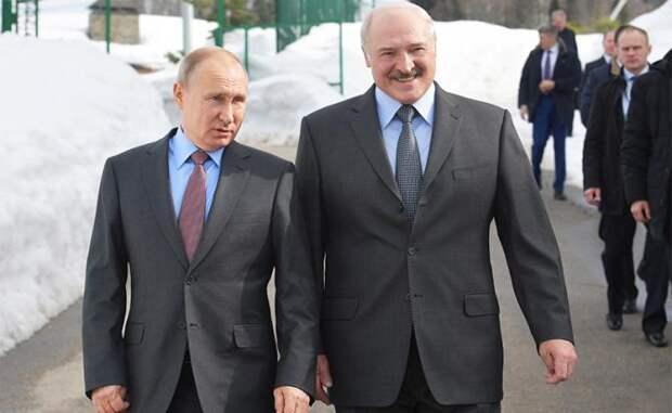 На фото: президент России Владимир Путин и президент Белоруссии Александр Лукашенко (слева направо) во время встречи