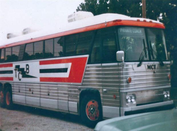 Elvis MCI Bus