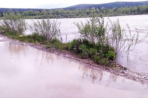 Уровень реки возле Тулуна поднялся выше критической отметки