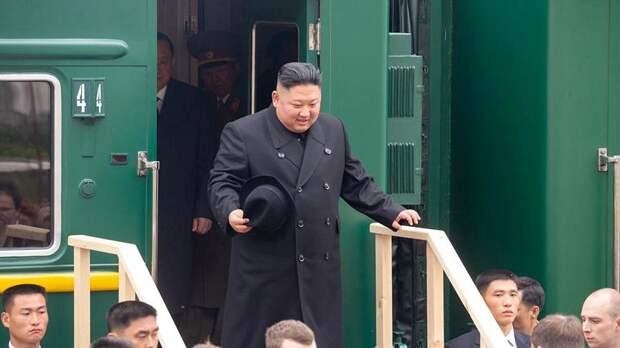 Главу КНДР Ким Чен Ына встретили в России хлебом и солью