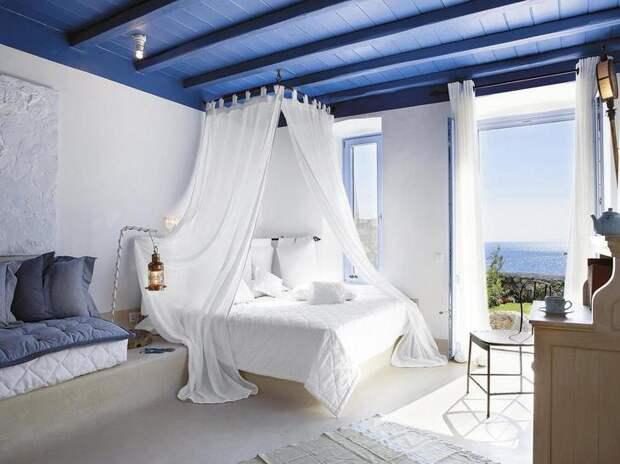 В такой спальне вы всегда будете ощущать себя на морском побережье Греции