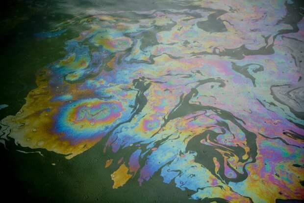 Нефтяные пятна после аварии наместорождении «Лукойла» приближаются кПечорскому морю: Новости ➕1, 18.05.2021