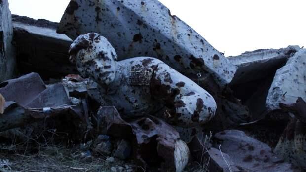 Юнармейцы развернули 300-метровую георгиевскую ленту на Саур-Могиле в ДНР