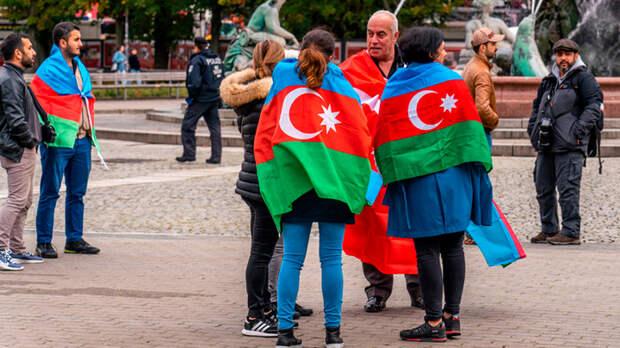 Боролись с набегами русских, героически служили в СС. Какой истории учат детей в Азербайджане