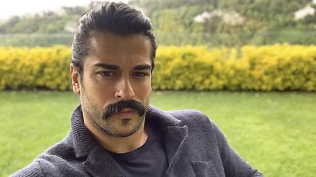Турецкий актер Бурак Озчивит рассказал о стрессе в своей жизни