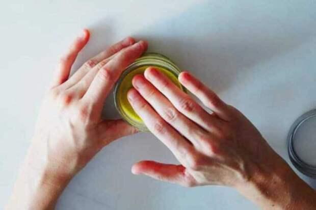 Солнечные ожоги: мазь из календулы, капустный лист с белком и сок алоэ. Как быстро вылечить кожу и избавиться от боли