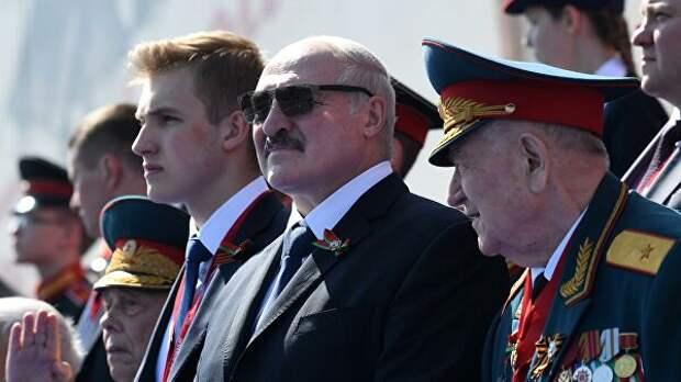 Песков прокомментировал сообщения об отъезде Лукашенко сразу после парада