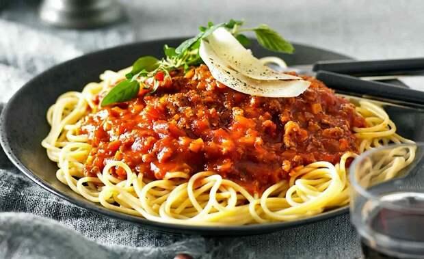 Спагетти болоньезе в Италии никто не готовит. / Фото: recipe-catalog.ru