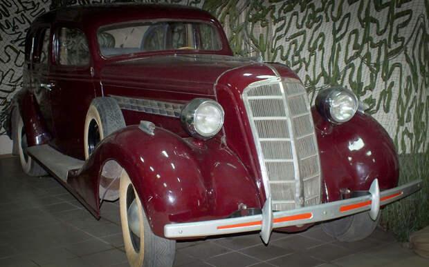 Загадка: сколько прикуривателей было в первом советском лимузине?