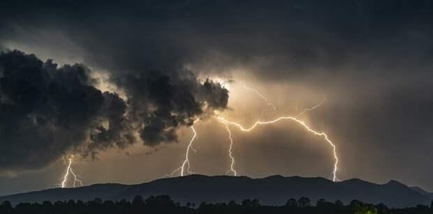 Завтра Крым и Севастополь ожидают сильные ливни и штормовой ветер