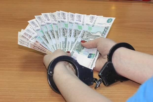 Экс-глава поселения в Ярском районе Удмуртии фиктивно нанимала сотрудников и получала за них зарплату