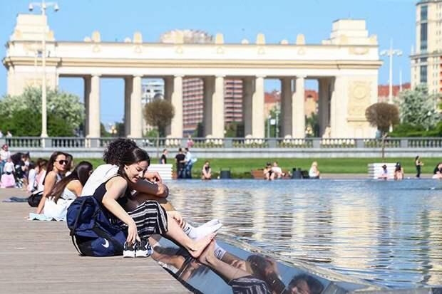 Почти две тысячи штрафов в сутки выписывают за нарушение антиковидных мер в Москве