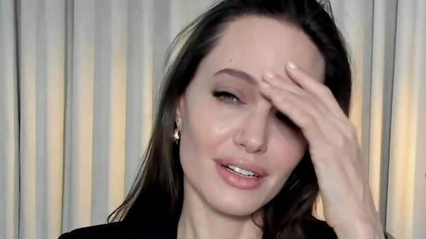 """""""Хотелось спрятаться"""": Джоли рассказала о пережитой серьезной утрате"""