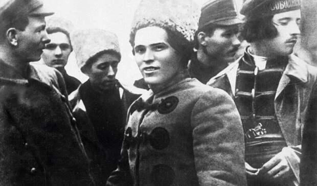 Еле ноги унес… 100 лет назад анархист Махно разгромил большевика Буденного