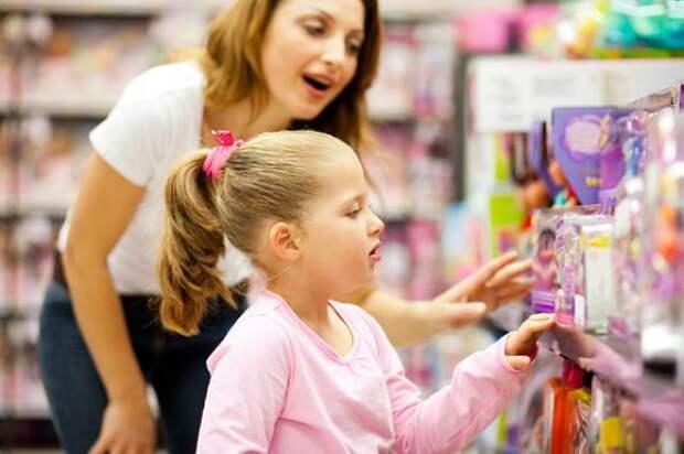 3 фразы родителей, которые могут настроить сознание ребенка на безденежье